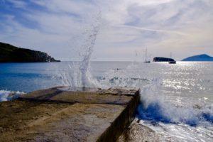 la mer Egée en contrebas du temple de Poseidon