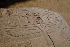 écritures hiéroglyphiques représentant le dieu RA
